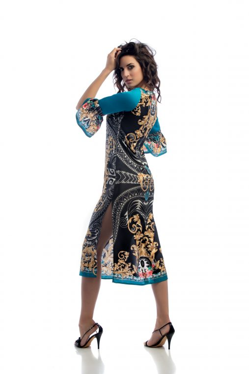 vestido de seda con motivos azul y dorado